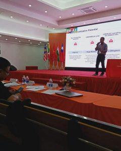 Dr Hariz Presenting KiDOOS in Vietnam
