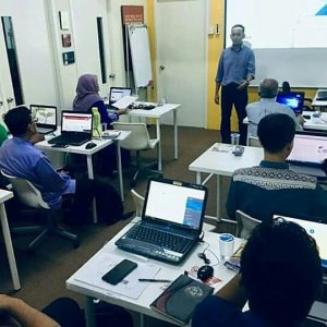 Dr Hariz conducted a training on Web Development3